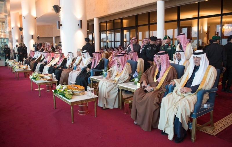 صور.. الملك سلمان يشرف سباق الهجن الكبير في #الجنادرية - المواطن