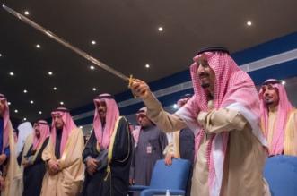 شاهد بالصور.. الملك سلمان يتفاعل مع العرضة بافتتاح مهرجان #الجنادرية_33 - المواطن