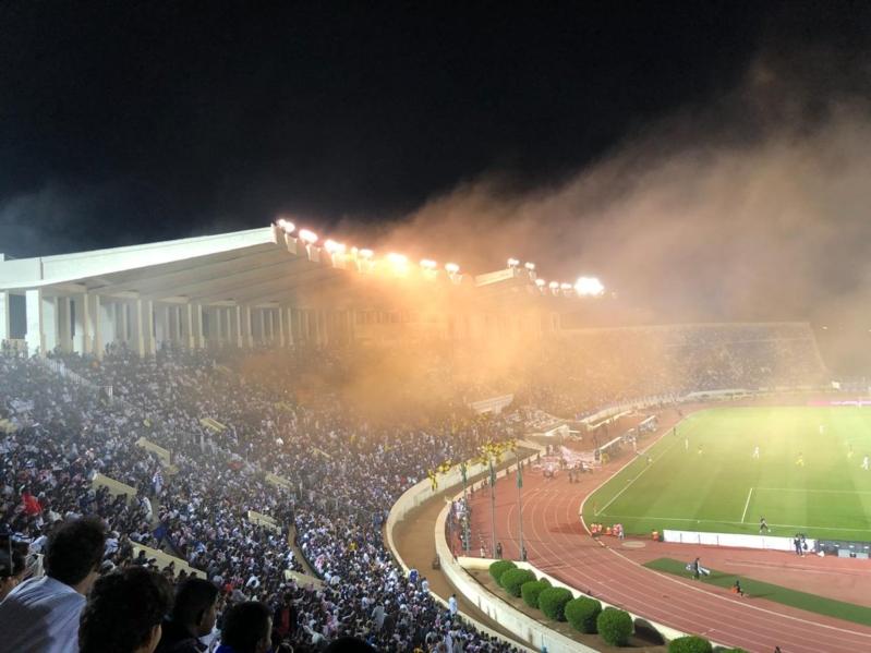 فيديو .. اقتحام جماهيري لـ ملعب مباراة #الهلال_أحد