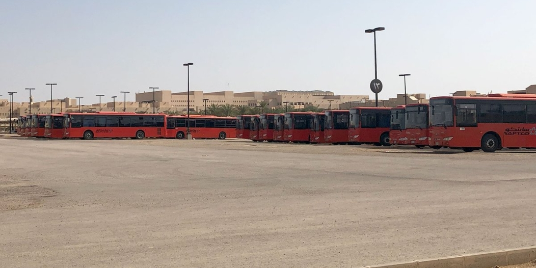 صور.. طريقة الوصول إلى حافلات النقل الترددي من وإلى الدرعية
