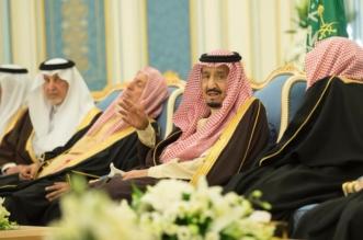 الملك سلمان يستقبل الأمراء والمفتي والعلماء وجمعًا من المواطنين - المواطن
