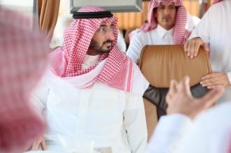 صور.. عبدالله بن بندر يتفقد مشروع مدينة السيارات في #العكيشية - المواطن