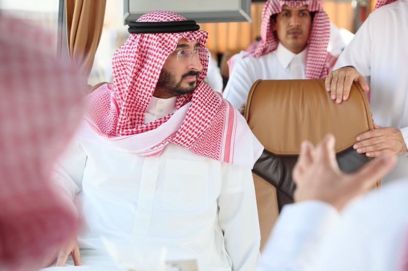 صور.. عبدالله بن بندر يتفقد مشروع مدينة السيارات في #العكيشية