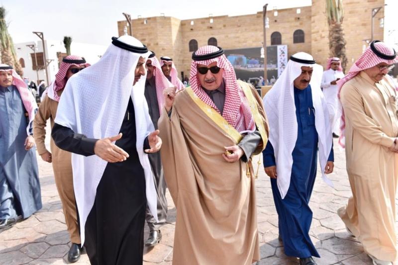 صور.. أمير تبوك يتفقد القرية التراثية في مهرجان الجنادرية - المواطن