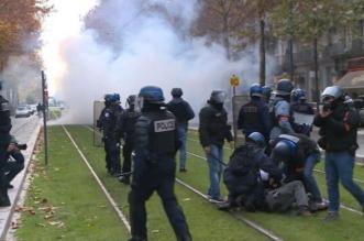 #باريس تشتعل.. #السترات_الصفراء تستهدف قصر الإليزيه والأمن يرد بقنابل الغاز - المواطن