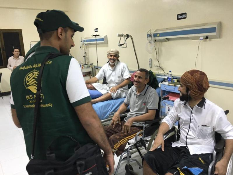 صور.. مركز الملك سلمان يعالج 21 ألف مصاب وجريح يمني في الداخل والخارج