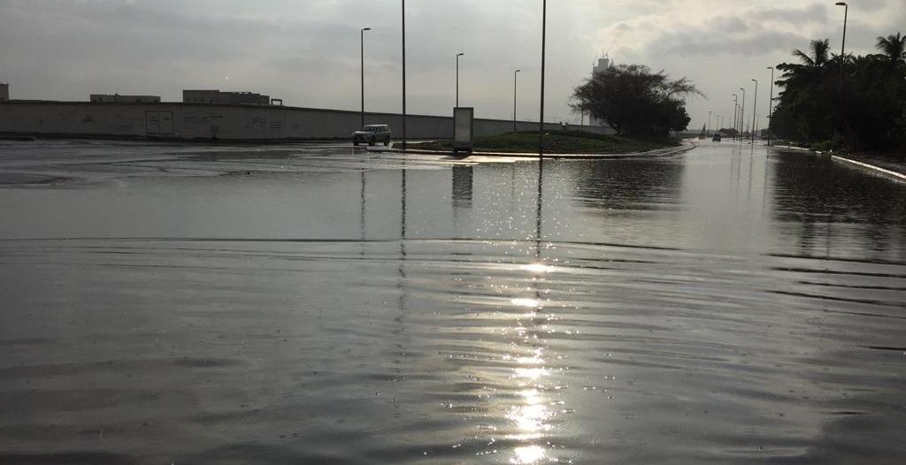 بسبب أمطار #جدة .. إغلاق نفق طريق الأمير ماجد مع شارع فلسطين