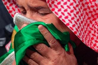 الوطن في قلب الملك سلمان .. تقبيل راية التوحيد يختصر كل الحب - المواطن
