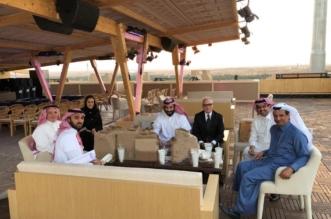 بعيدًا عن البروتوكولات.. محمد بن سلمان يتناول وجبة في استراحة مقر #الفورمولا_E - المواطن
