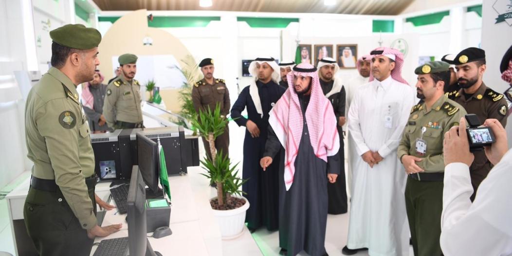 وكيل وزارة الداخلية للأحوال المدنية يزور معرض الجوازات في الجنادرية 33