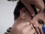 كيف تعالج انسداد الأذن وتنظفها بشكل صحيح؟