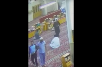 فيديو مؤثر.. وفاة عامل في مسجد بحي الفيحاء عقب أدائه صلاة المغرب - المواطن