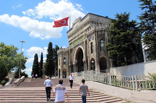 مليون طالب في تركيا يهجرون الجامعة بسبب سوء المعيشة