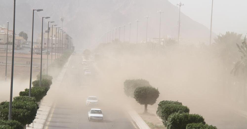 الأرصاد : رياح وغبار يحد الرؤية على المدينة المنورة حتى الـ8 مساء