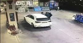 فيديو.. لصان يهاجمان امرأة تزود مركبتها بالبنزين - المواطن