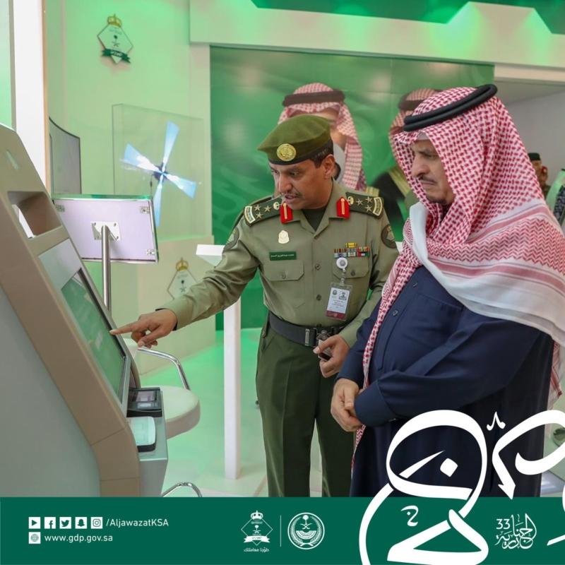 نائب وزير الداخلية يزور معرض الجوازات في الجنادرية - المواطن