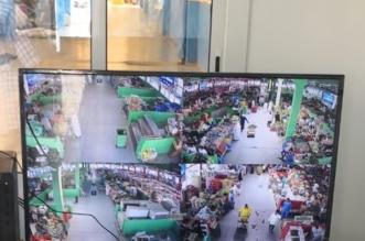 كاميرات وغرفة مراقبة لرصد المخالفات الصحية بحلقة الكعكية في مكة - المواطن