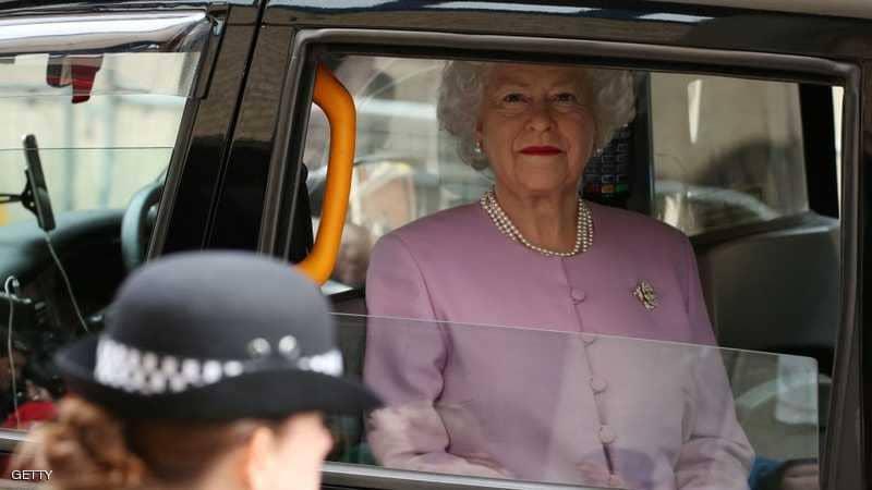لماذا لا تضع ملكة بريطانيا وزوجها حزام الأمان؟