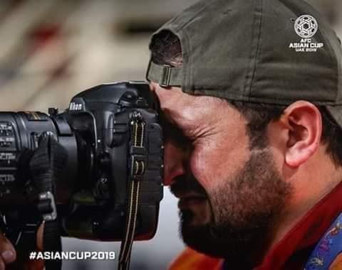 بكاء المصور العراقي يُفطر القلوب .. واتحاد القدم الآسيوي يرفع له القبعة