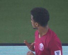 بعيداً عن الروح الرياضية .. لاعب قطر يستفز الجمهور السعودي - المواطن