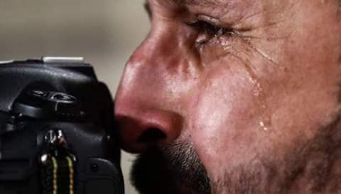بكاء المصور العراقي يُفطر القلوب .. واتحاد القدم الآسيوي يرفع له القبعة - المواطن