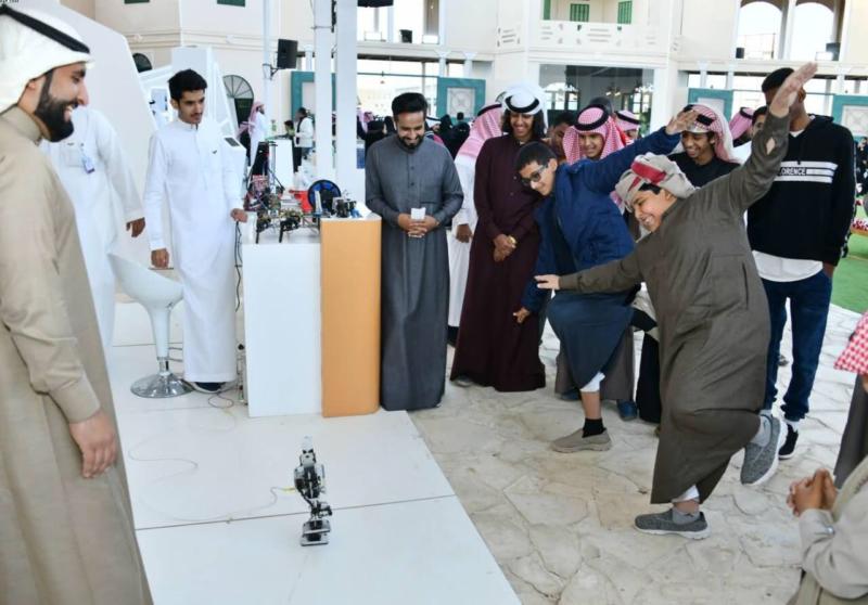 صور.. الروبوت يحاكي الصلاة والتمارين الرياضية في جناح الخرج بالجنادرية - المواطن