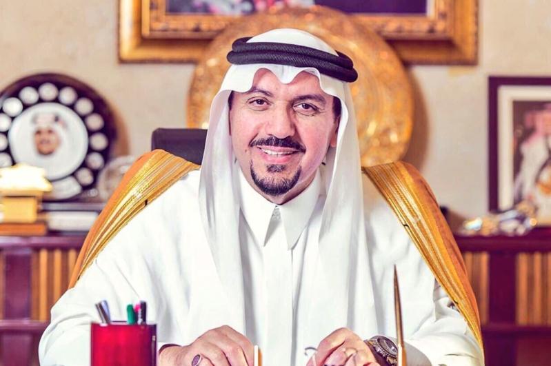 أمير القصيم يشارك جيرانه فرحة العيد بإرسال الهدايا لمنازلهم