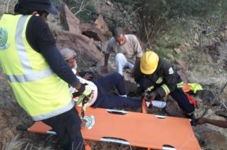 إنقاذ مواطن أربعيني علق في جبل رحقان بالمسيجيد وكُسرت قدمه - المواطن