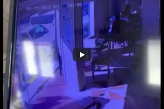 فيديو.. سيدة تقتحم مطعمًا بـ لاندكروزر في العوامية - المواطن