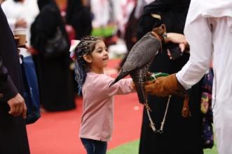 صور.. الأطفال يوثقون ذكرياتهم مع الصقور والخيل في معرض الأصالة والتراث - المواطن