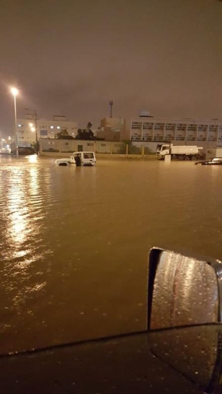أمطار الجوف تعطل عشرات السيارات بالشوارع وغرق مدرسة في سكاكا صحيفة المواطن الإلكترونية