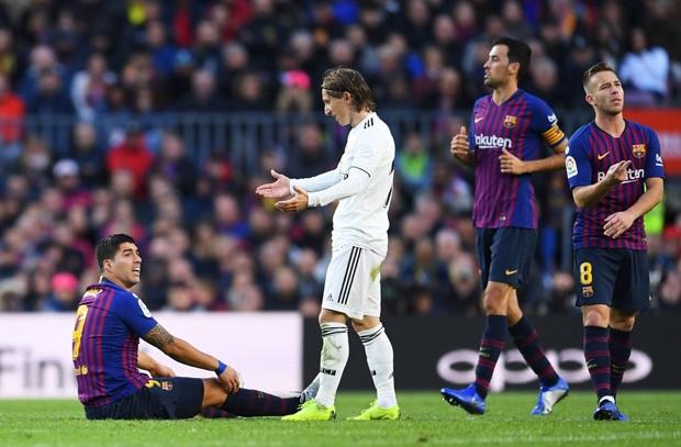 قبل مباراة برشلونة ضد الريال .. رابطة الليغا تُثير غضب المرينغي