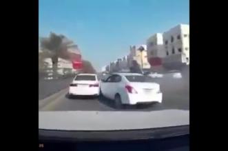 فيديو.. دخول خاطئ يتسبب في حادث جماعي لـ4 مركبات في الرياض - المواطن