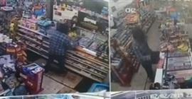 فيديو.. امرأة تلقن لصًّا حاول سرقة محلها درسًا قاسيًا