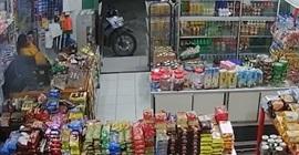 فيديو.. نهاية مروعة للص حاول سرقة محل