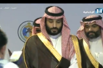 فيديو.. الأمير محمد بن سلمان يطلع على مجسم لميناء الملك عبدالله - المواطن