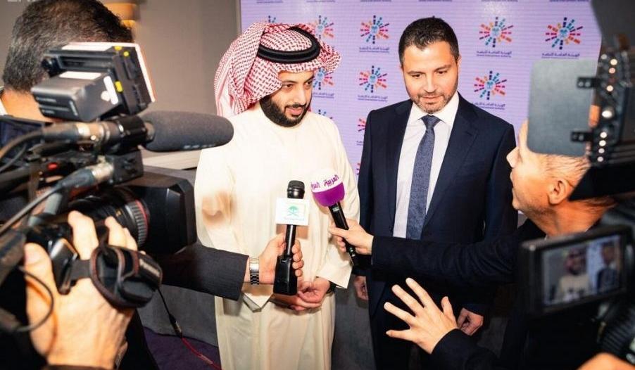 آل الشيخ يدعم قطاع الترفيه باتفاقيات ومذكرات تفاهم بلندن.. مدن متنقلة وسينمات خارجية