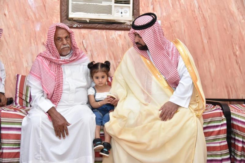 نائب أمير جازان ينقل تعازي الملك سلمان ومحمد بن سلمان لذوي الشهيد الحكمي - المواطن