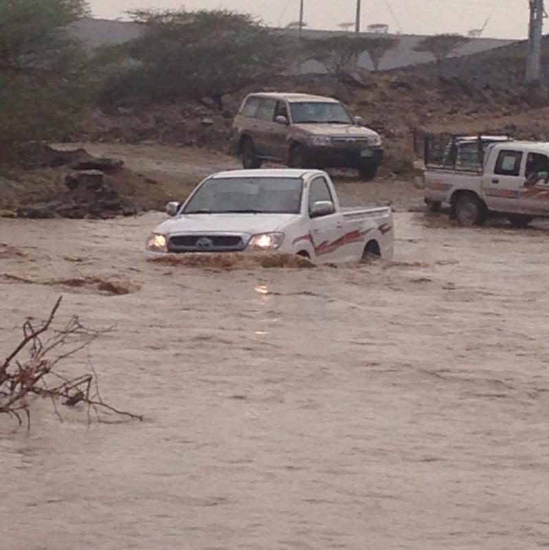 منذ 30 عاماً.. الأمطار والسيول تعزل أهالي مركز الفيض بعسير