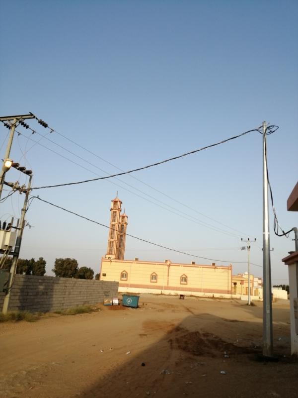 """تجاوباً مع """"المواطن"""".. رفع أسلاك الكهرباء المتدلية بأحد المسارحة - المواطن"""