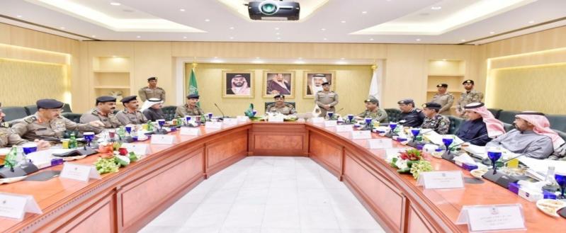 مدير الأمن العام يشدد على التكامل والتنسيق بين مختلف الجهات لخدمة الحجيج