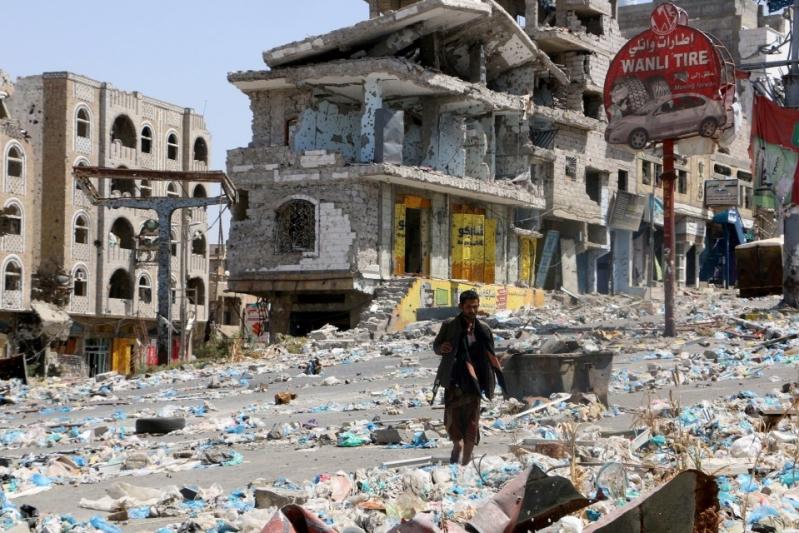 الميليشيا تستهدف الأحياء السكنية في تعز بـ15 قذيفة دبابة