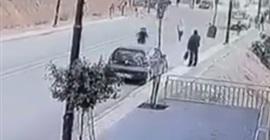 فيديو.. مركبة مسرعة تدهس طفلة وشقيقتها تنجو في اللحظة الأخيرة