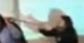 فيديو.. معلمة تسحب طالبة من شعرها داخل فصل! - المواطن