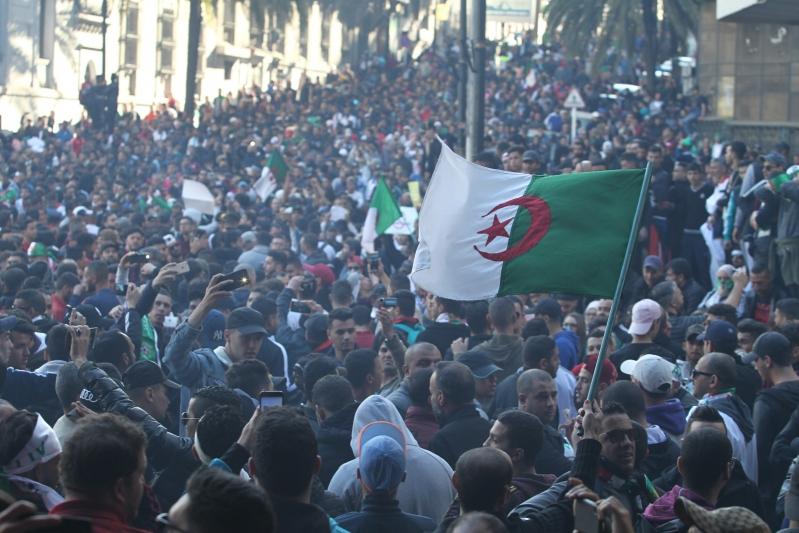 الجزائر .. احتجاز 5 مليارديرات في إطار تحقيقات فساد