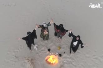 فيديو.. قصة 4 نساء في قافلة ركايب واجهن الرمال العاصفة وتعلمن نصب الخيام - المواطن