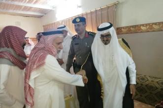محافظ رجال ألمع معزيًا أسرة ماجد عسيري: شهادته وسام على صدورنا جميعًا - المواطن