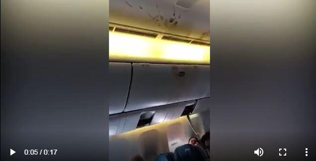 فيديو يوثق لحظات الرعب على متن طائرة تواجه مصاعب فنية