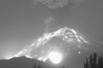 شاهد لحظة انفجار بركان ليلا في المكسيك - المواطن