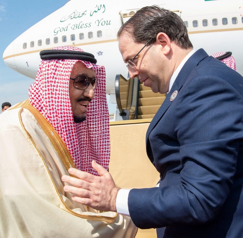 الملك سلمان يغادر تونس بعد رئاسة وفد المملكة في القمة العربية
